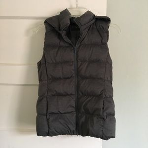 Uniqlo. Women's hooded grey down puff vest